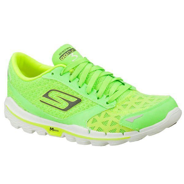 Neonowe buty Skechers, cena ok. 379 zł Ubrania w kolorze