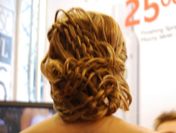 Upięcie z zaplatanych włosów, Farouk Systems