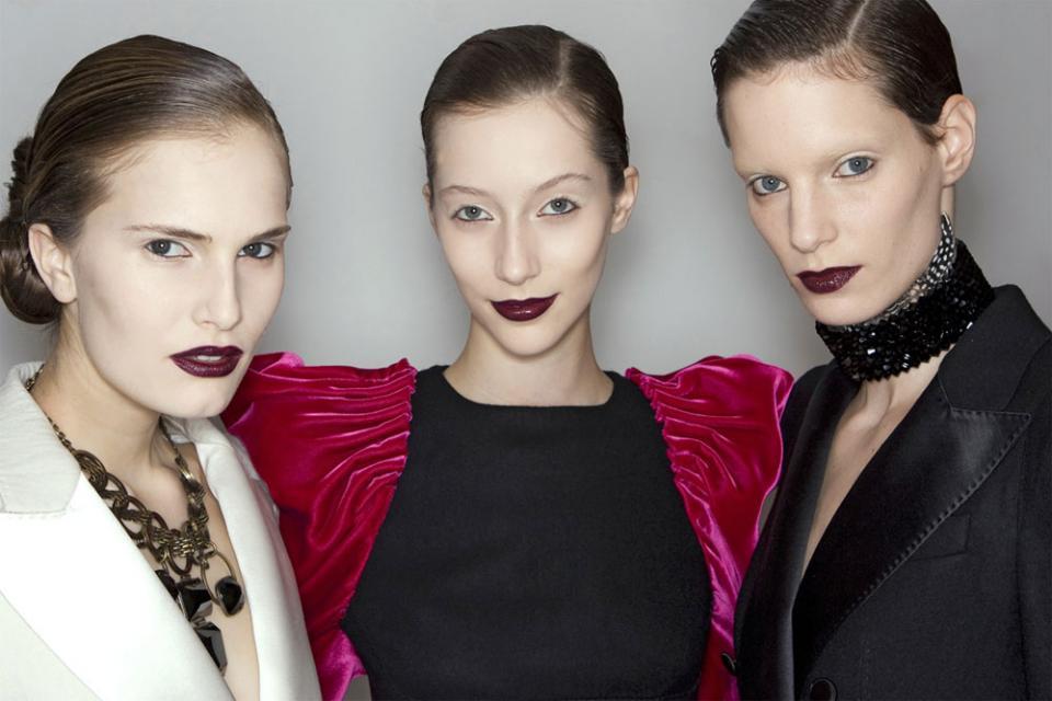 pomadka, ciemny makijaż, czerń, trendy