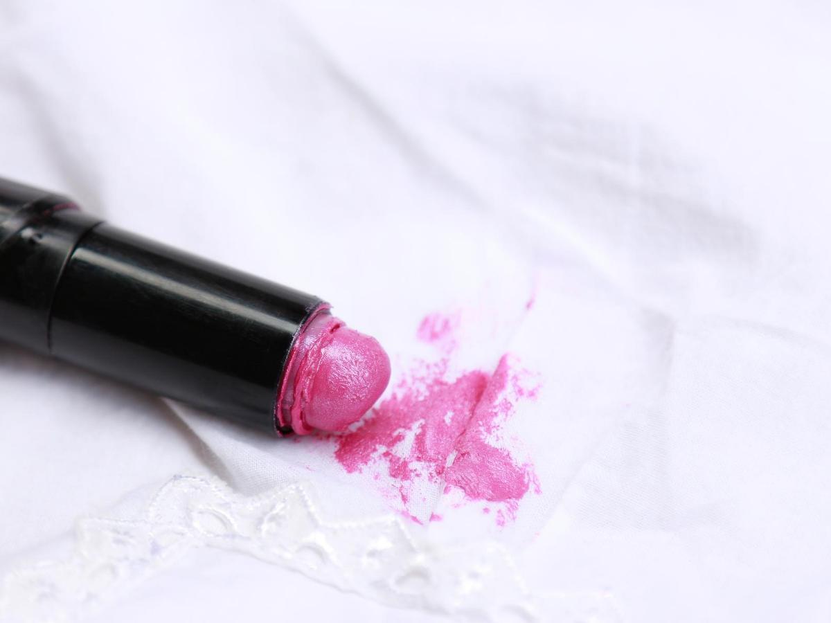 Usuwanie plam ze szminki