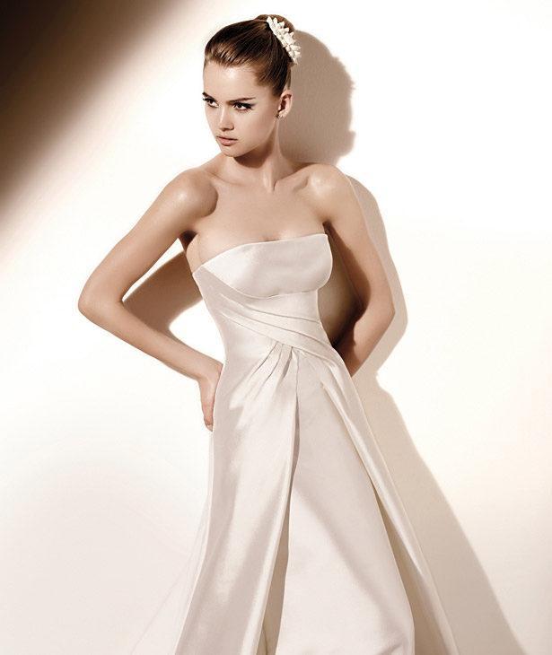 Valentino Spoza suknie ślubne 2010 - zdjęcie