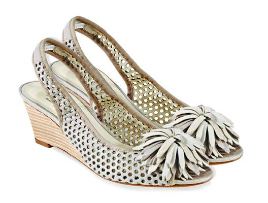 ecru pantofle Venezia z kwiatem - moda 2011
