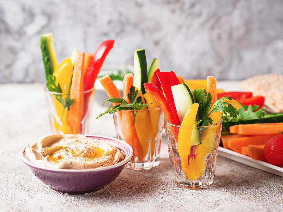 warzywa z hummusem na podwieczorek