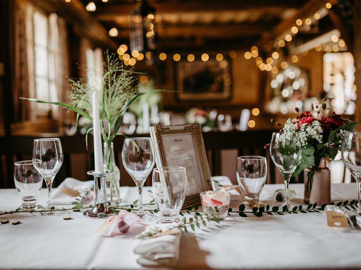 Małe wesele w drewnianym domku