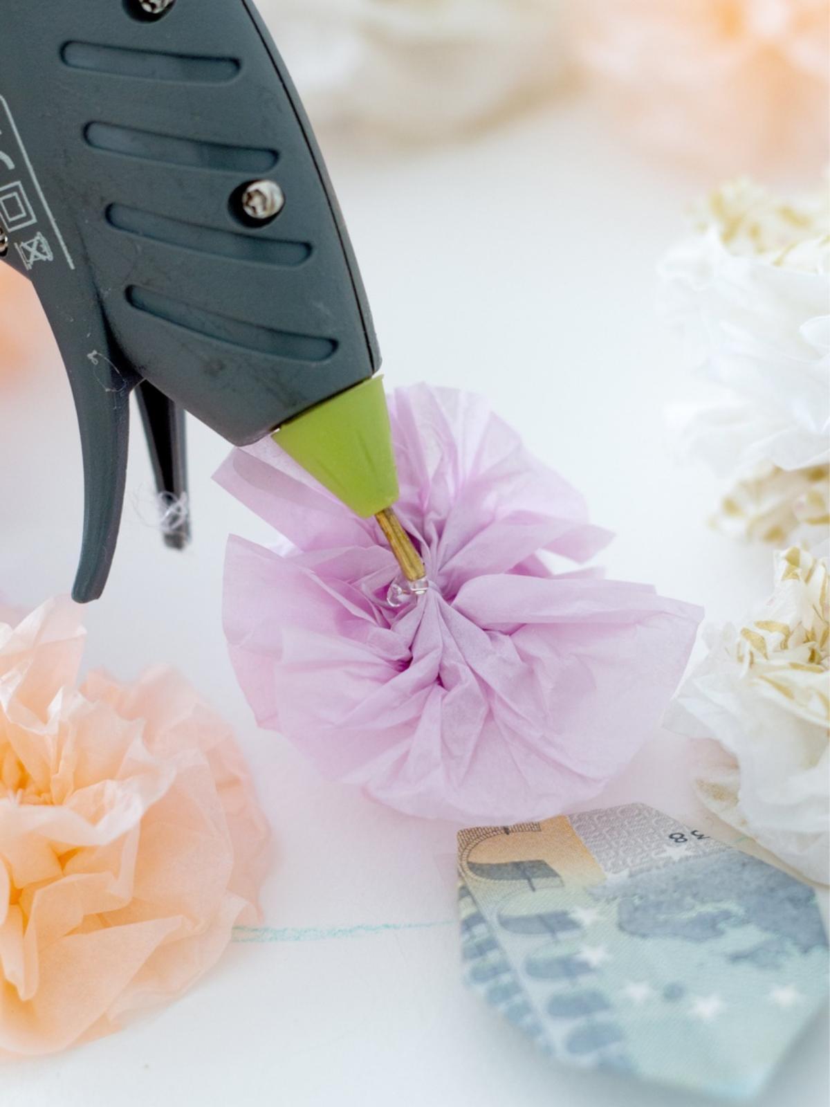 Kwiatowy wianek DIY z serwetek