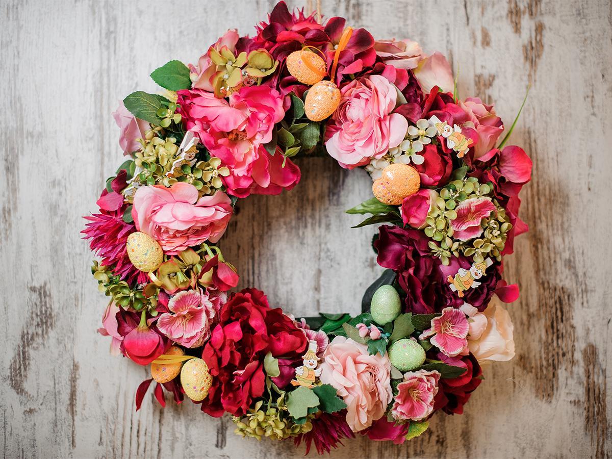 wieniec wielkanocny z żywych kwiatów