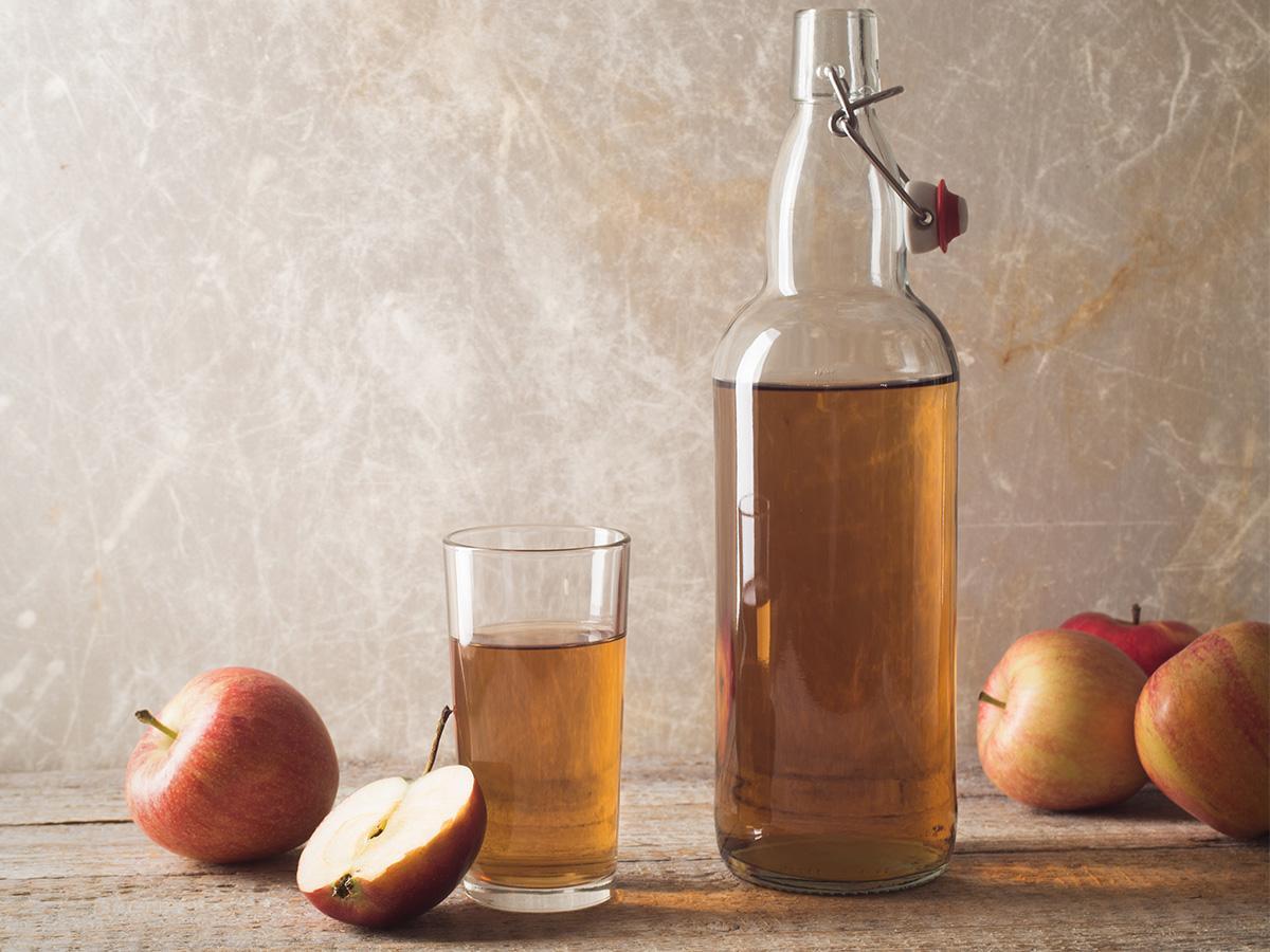 wino z jabłek i rodzynek