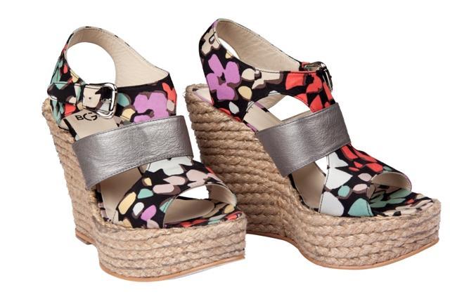 kolorowe sandały BGN na koturnie - wiosna/lato 2011
