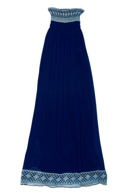 granatowa sukienka BGN odkryte ramiona - trendy wiosna-lato