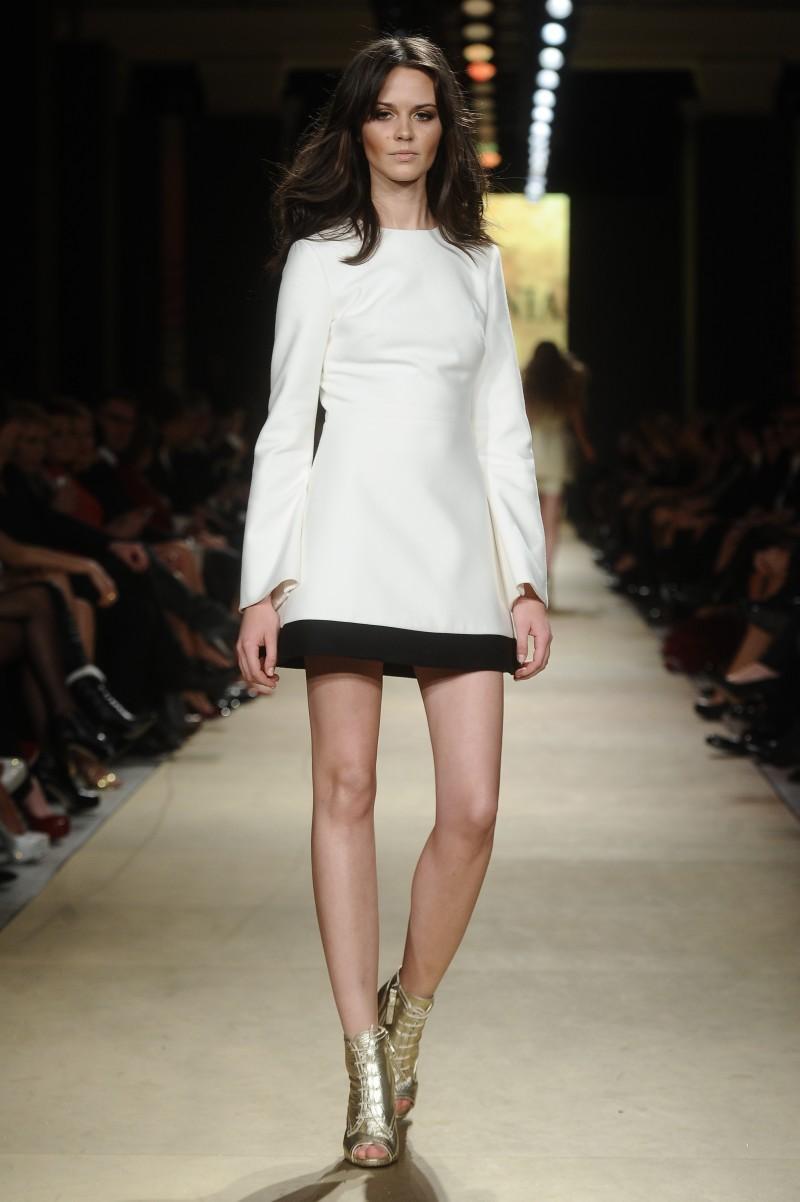 4f1ca3323f biała sukienka La Mania - kolekcja wiosenno letnia - Wiosenno-letnia ...