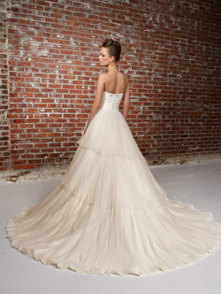 6bce3542bc Wiosenno-letnie suknie ślubne Madeline Gardner New York - zdjęcie ...