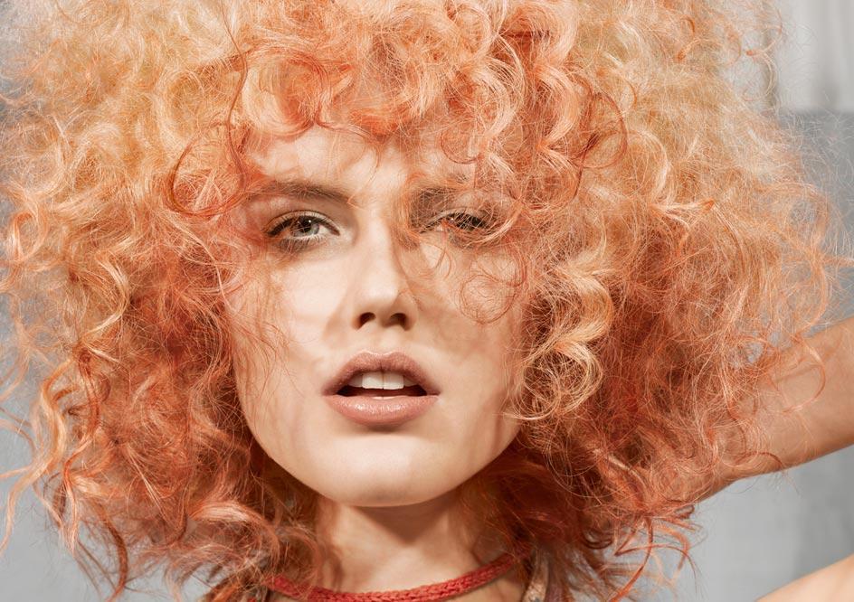 Burza loków - włosy rude
