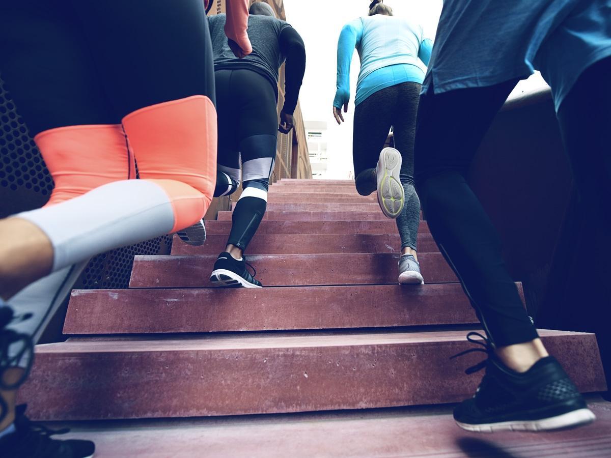 Wygląd w czasie ćwiczeń ma znaczenie! Wybrałyśmy najładniejsze sportowe legginsy