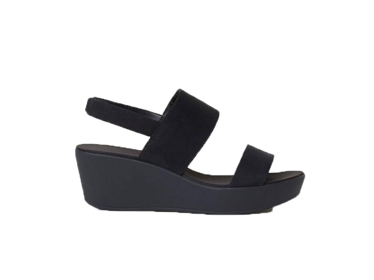 Czarne sandały na koturnie, H&M, cena ok. 79,99 zł