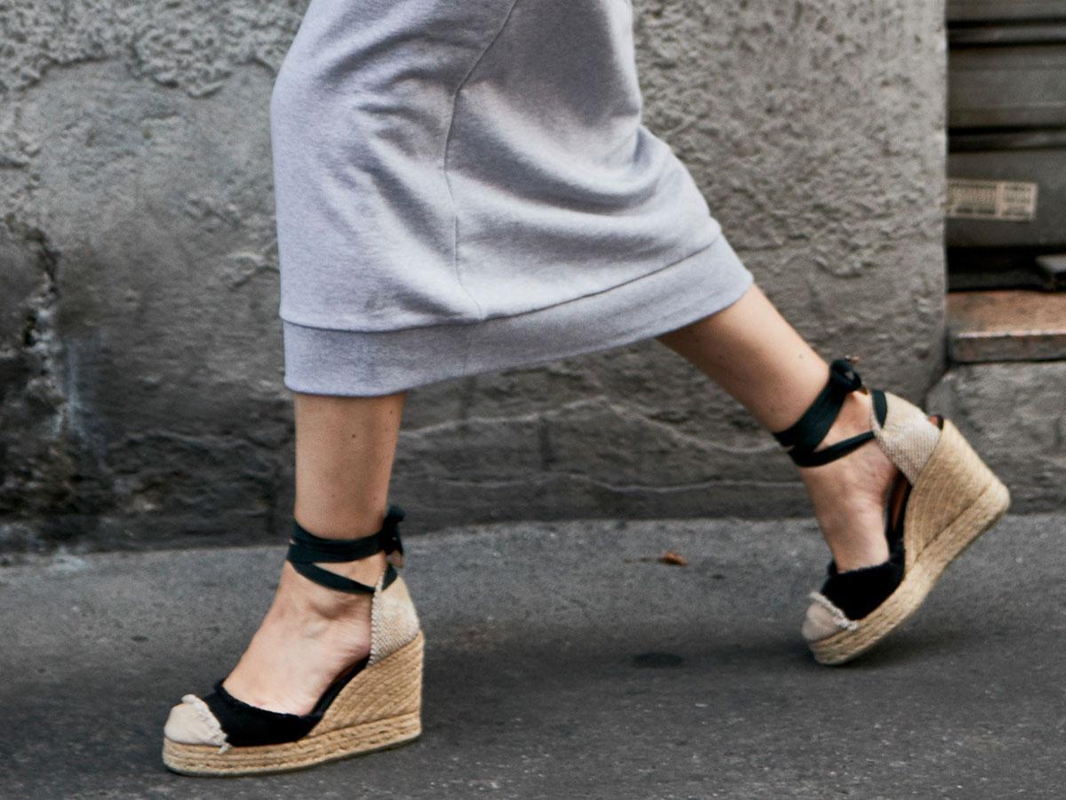 Sandały na koturnie - przegląd modeli na lato 2019
