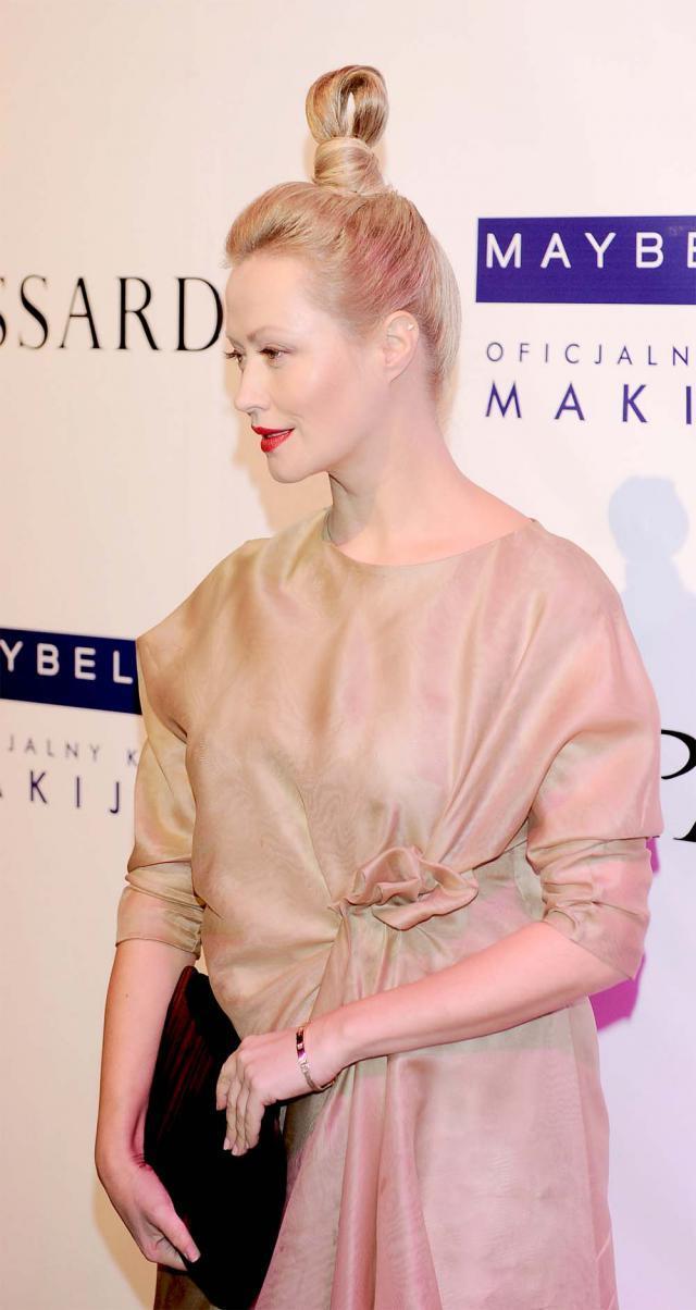 Agnieszka Wagner w oryginalnej fryzurze, wpadki gwiazd, kok Agnieszki Wagner, Doskonałość Stylu 2012, co ona ma na głowie
