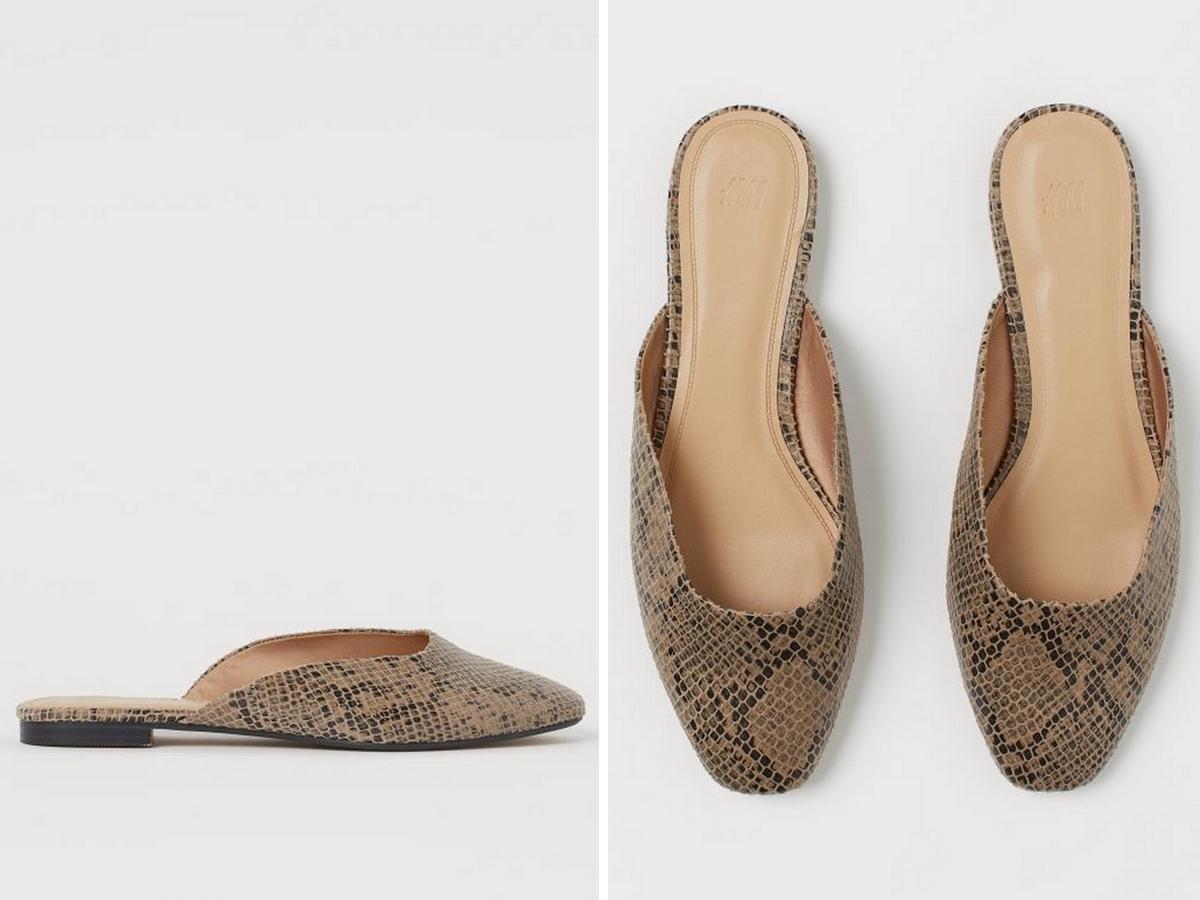 wyprzedaż w H&M: klapki z motywem wężowej skóry