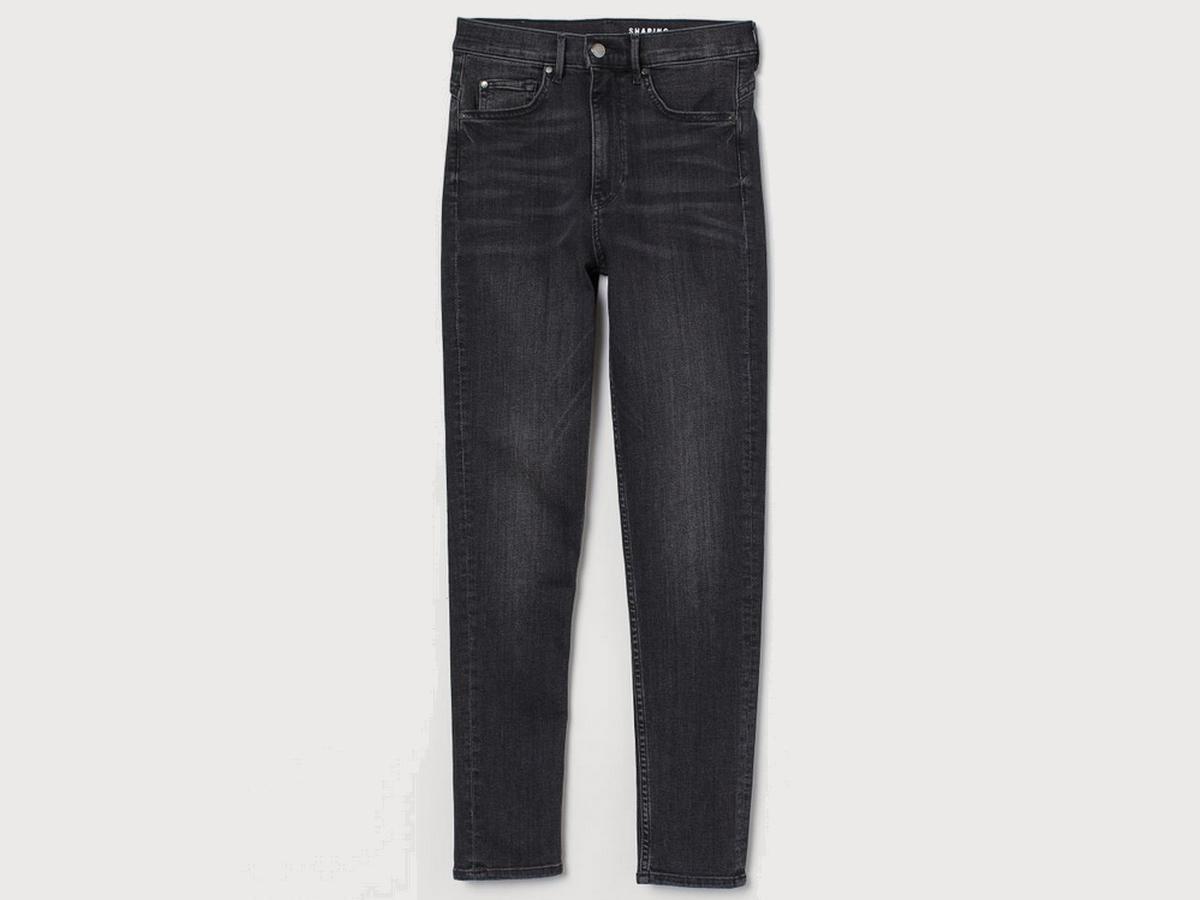 wyszczuplające jeansy z H&M na wyprzedaży