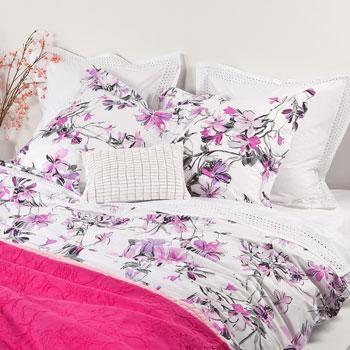 Romantyczna wzorzysta pościel w kwiaty -modna sypialnia 2013