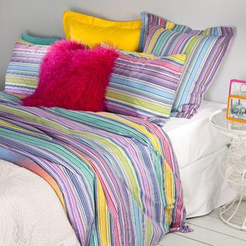 Piękna kolorowa pościel w paseczki -modna sypialnia 2013