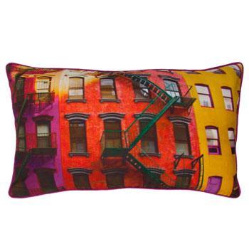 Stylowa poduszka we wzory kolorowych domów - dekoracje do wnętrz od Zara Home