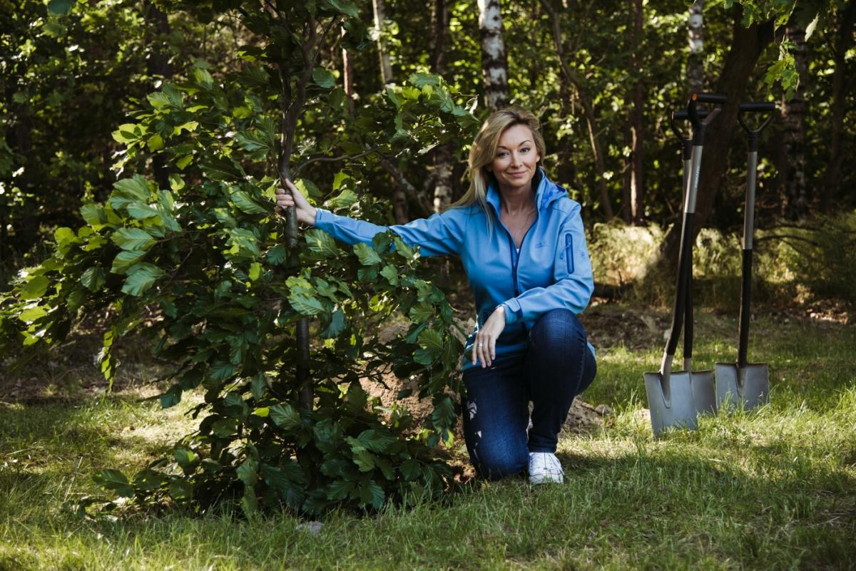 Martyna Wojciechowska sadzi drzewa