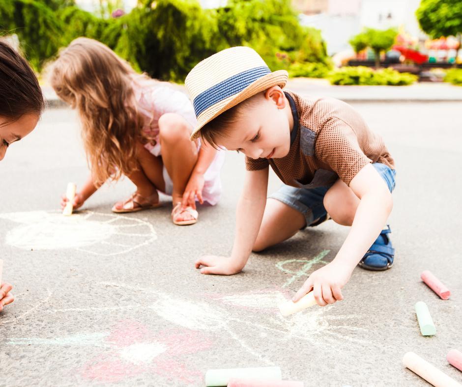 Zabawa na Dzień Dziecka z kredą