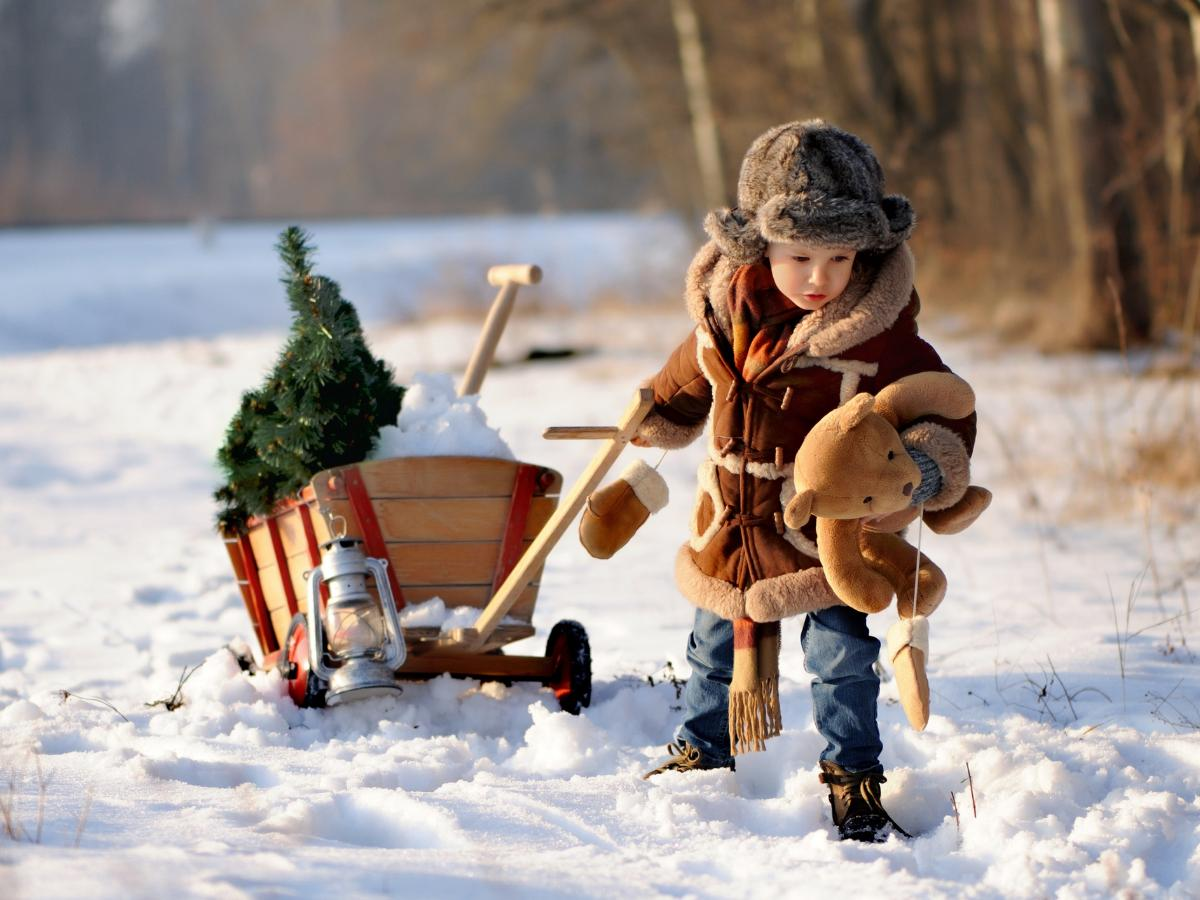 Dziecięce zabawy na śniegu