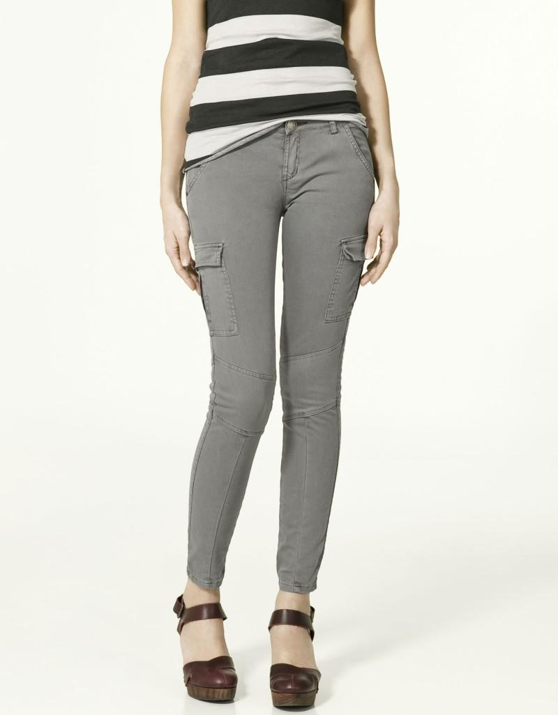 szare spodnie ZARA z kieszeniami rurki - moda wiosna/lato
