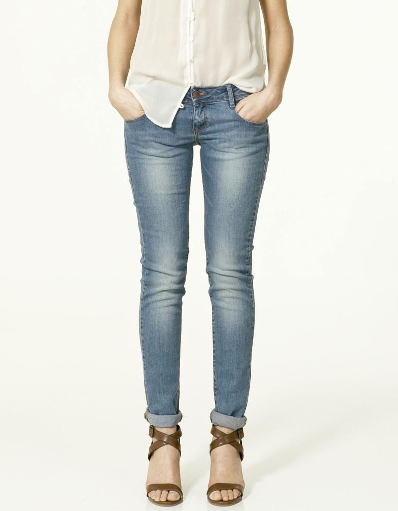 niebieskie dżinsy ZARA rurki - z kolekcji wiosna-lato 2011