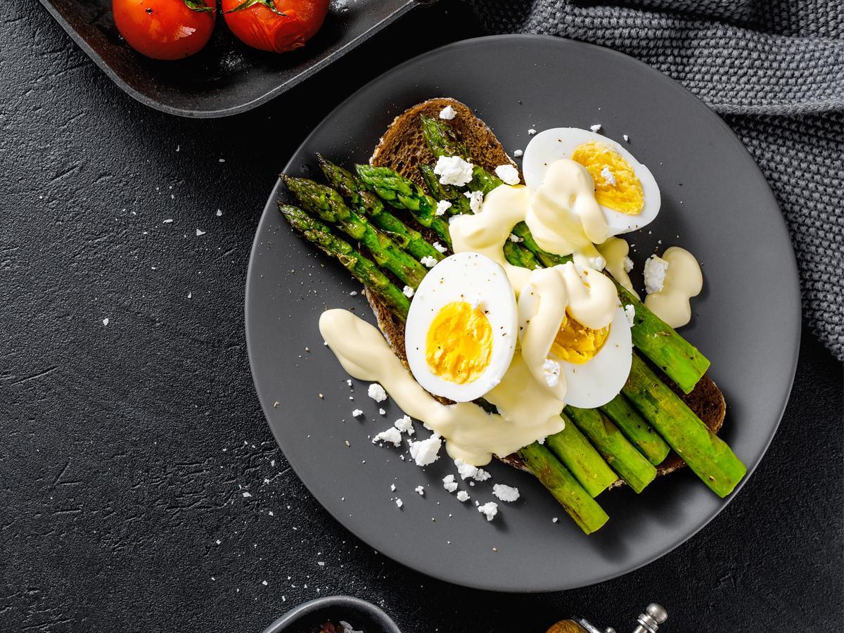 przepis na zielone szparagi na śniadanie