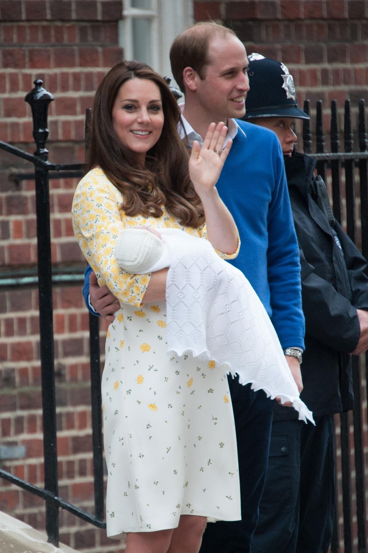 Książę William i księżna Kate z nowo narodzoną księżniczką Charlotte