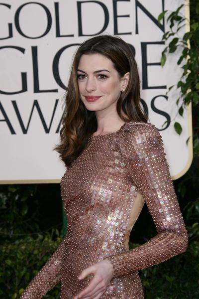 Anne Hathaway - Złote Globy 2011