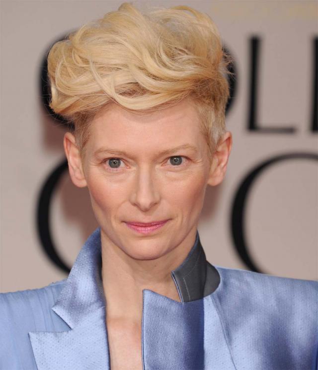 Tilda Swinton na rozdaniu Złotych Globów 2012, makijaże i fryzury gwiazd
