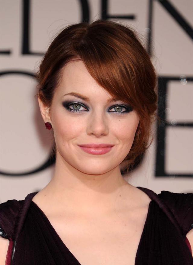 Emma Stone na rozdaniu Złotych Globów 2012, makijaże i fryzury gwiazd
