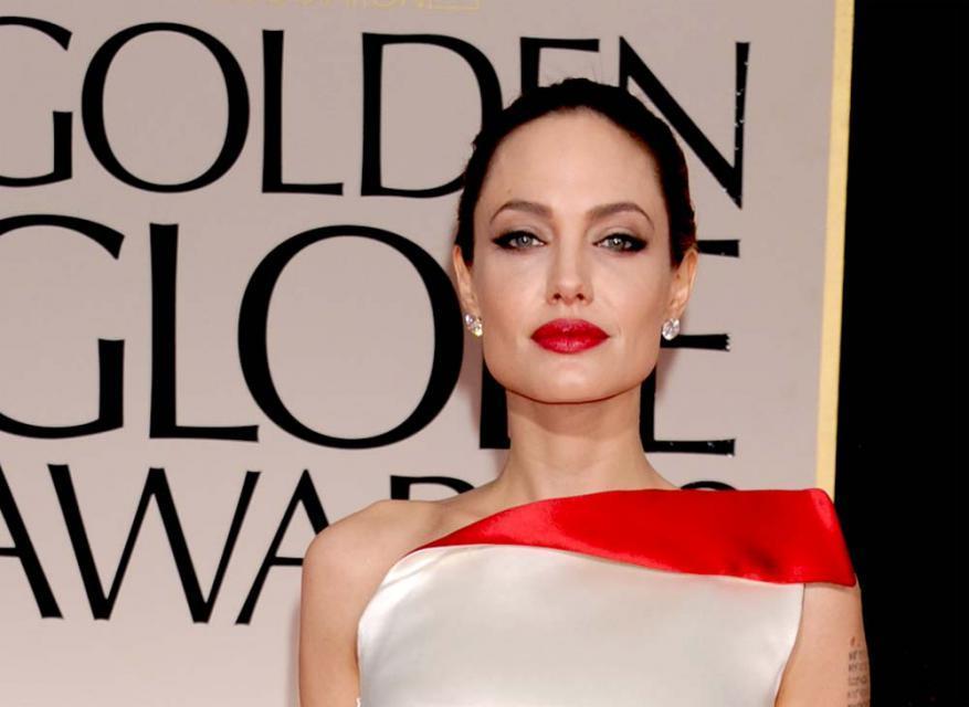 Angelina Jolie na rozdaniu Złotych Globów 2012, makijaże i fryzury gwiazd