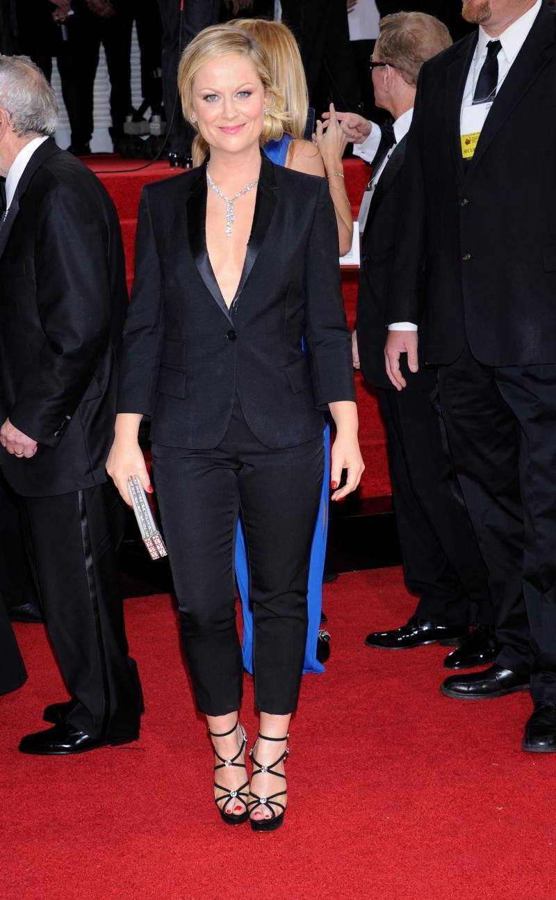 Amy Poehler w garniturze Stelli McCartney