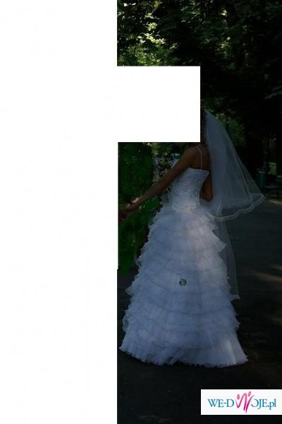 Najmodniejsza suknia z falbankami