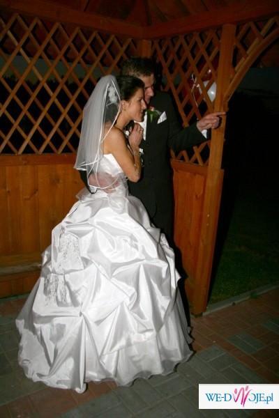 Piękna , skromna suknia ślubna