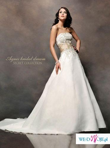 Piekna suknia ślubna.