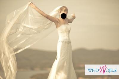 Piękna Suknia Ślubna firmy Pronovias, model Relieve + welon