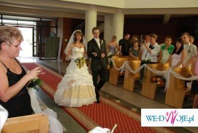 piekna suknia ślubna firmy sarah