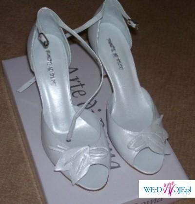 Śliczne włoskie buty ślubne