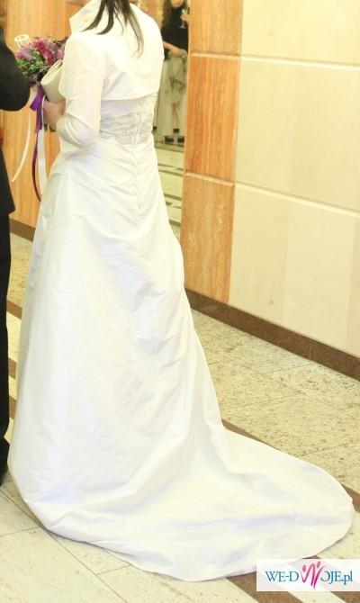 Suknia śluba ecru. Prosta i elegancka