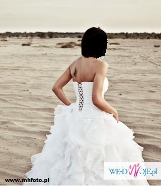 Suknia ślubna - biała, falbany, hiszpańska styl, dekolt