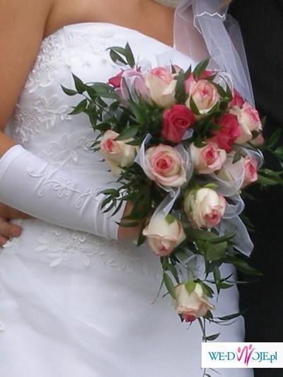 suknia ślubna, biała, gładka z subtelnym wzorem z koronki