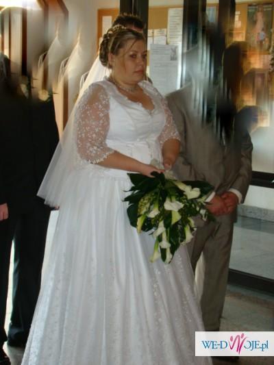 suknia slubna na puszystą