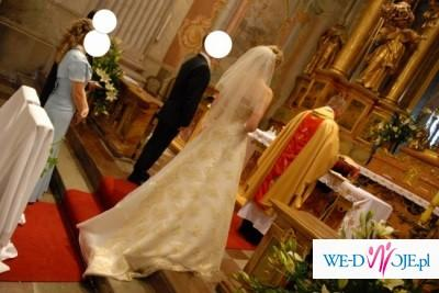 Suknia ślubna pełna gracji i elegancji
