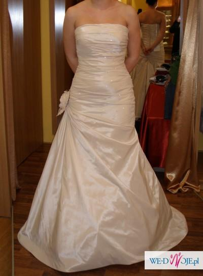 Suknia slubna w kolorze śmietanki