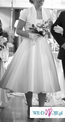 Suknia w stylu lat 60-tych